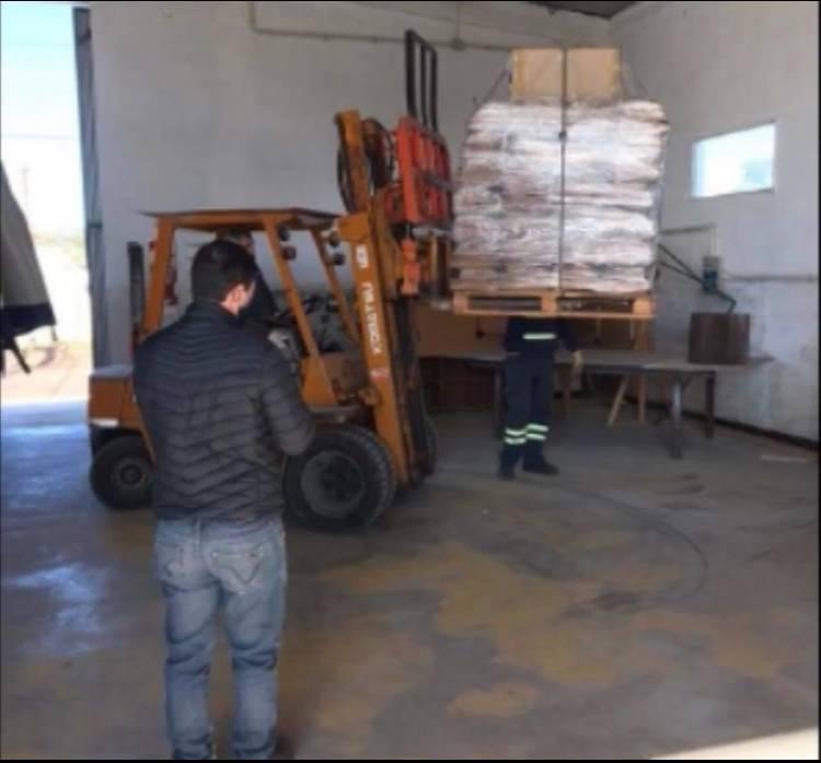 LLEGARON MATERIALES PARA UN POSIBLE REFUGIO DE AISLAMIENTO