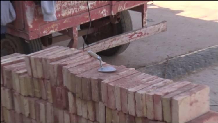 CONSTRUCCIÓN: TRABAJANDO PERO COMPLICADOS